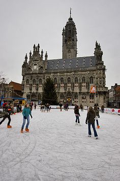 NL - schaatsen op kunstijs in het centrum / op het marktplein van Middelburg - Walcheren - Zeeland