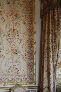marie antoniettes bedroom, palace of versailles, paris