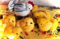Diy Chicken of woolen yarn – Of course, I love handicrafts Easter Crafts For Adults, Crafts For Kids, Arts And Crafts, Fluffy Chicken, Pom Pom Decorations, Diy Crafts For Home Decor, Baby Chickens, Diy Ostern, Felt Birds