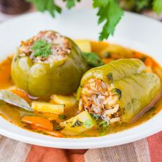 Poivrons farcis au riz, carotte et oignon Veggie Recipes, Vegetarian Recipes, Batch Cooking, 20 Min, No Cook Meals, Healthy Dinner Recipes, Food And Drink, Veggies, Stuffed Peppers
