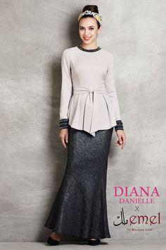 Diana Danielle x emel - Baju Kurung with Studded Trim & Bow Peplum . Modesty Fashion, Muslim Fashion, Hijab Fashion, Fashion Outfits, Fasion, Fashion Themes, Muslim Dress, Sweet Dress, Traditional Dresses
