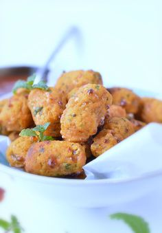 Baked sweet potato tots using mashed sweet potato. A great healthy snack for kids lunchbox or low calorie snack, appetizer with only 30 calorie per tot.