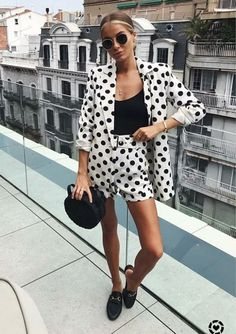 We're Going Completely Dotty Over These Chic Summer Outfits Chic Summer Outfits, Casual Outfits, Fashion Outfits, Big Fashion, Fashion Hacks, Fall Fashion, Fashion Beauty, Look Blazer, Vetement Fashion