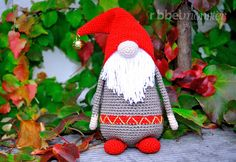 """With this free crochet pattern you can """"velvet"""" the Amigurumi Christmas . - With this free crochet pattern you can """"Samtan"""" crochet the Amigurumi Christmas elf. Samtan is a cu - Crochet Christmas Hats, Cute Christmas Gifts, Christmas Gnome, Christmas Angels, Christmas Crafts, Baby Knitting Patterns, Crochet Patterns, Crochet Baby, Free Crochet"""