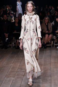 Alexander McQueen Spring 2016 Ready-to-Wear Fashion Show - Chiara Mazzoleni