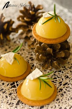 Лимонные птифуры с розмарином и  тесто сабле.