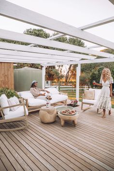 Elise Cooks beautiful boho outdoor entertainment area with timber decking and beautiful white pergola! Featuring lots of Uniqwa Furniture pieces! Click the link to shop now! Entertainment INSIDE ELISE COOK'S DREAM HOME ♡ Patio Pergola, Pergola Shade, Pergola Ideas, Patio Ideas, Cheap Pergola, Rustic Pergola, Timber Deck, Outdoor Living, Outdoor Decor