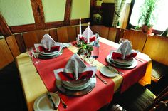 Restaurant im Gasthof Restaurant, Table Decorations, Home Decor, Pasta Meals, Asparagus, Hunting, Easy Meals, Food And Drinks, Decoration Home