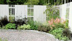 Stunning Affordable Paviljonger Trdgrd With . Front Garden Landscape, Garden Fencing, Diy Planters Outdoor, Outdoor Gardens, Fence Design, Garden Design, Home Landscaping, Garden Pictures, Cool Landscapes