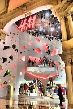H & M - The Forum Shops at Caesar's Palace, Las Vegas, NV. One of my favorite stores in Vegas! Las Vegas Vacation, Vegas Fun, Las Vegas City, Las Vegas Nevada, Shopping In Las Vegas, Travel Vegas, Shopping Mall, Grand Canyon, Pop Up