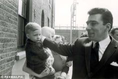 The man who nailed the Krays tells his chilling story after 40 years in hiding Ron Kray, The Krays, Creepy History, Gangster Style, East End London, Identical Twins, Twin Brothers, Serial Killers, Underworld
