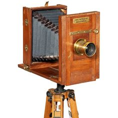 """""""Emil Wünsche"""", c. 1900 """"Emil Wünsche, Dresden-A"""". Size 13 x 18 cm, tropical wood with brass fittings, green bellows with black leather corners, body no. 9559, focusing screen back and 5 wooden cassettes. Brass lens: Emil Wünsche """"Rectilinéair Extra Rapide"""", no. 11290, with waterhouse stops."""