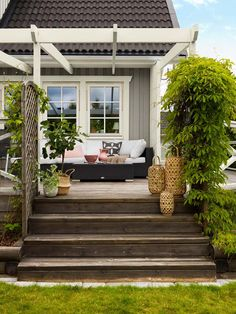 Gray house with lots of plants in the garden! We like! Color Betong 014, Beckers