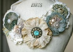 Fabric necklace. Gorgeous!  I have to make one of these!