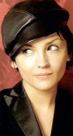 Rachael Leigh Cook.