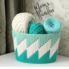 Diy Crafts - to make all your projects successful Plastic Canvas Stitches, Plastic Canvas Crafts, Plastic Canvas Patterns, Broderie Bargello, Yarn Crafts, Diy Crafts, Rug Yarn, Diy Cushion, Crochet Basket Pattern