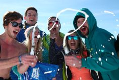 Viel Bewegung im Schnee sorgt für Partystimmung bis in die frühen Morgenstunden. Innsbruck, Hip Hop, Challenge, Alps, Party, Skiing, Mood, Snow, Hiphop