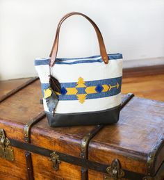 TAUPE GREY Leather tote bag / amerindian by lepetitchatrobin