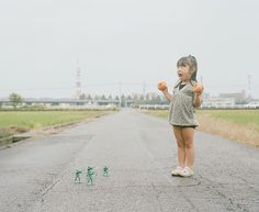 This is just adorable. Nagano Toyokazu is a photographer in Japan, who has taken a bunch of amazing photos of his four-year old daughter, Kanna, in a range Artistic Photography, Creative Photography, Film Photography, Children Photography, Amazing Photography, Japanese Photography, Cute Photos, Cute Pictures, Beautiful Pictures
