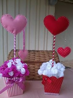simple and creative valentines day decor ideas to inspire today page 23 Valentines Balloons, Valentine Wreath, Valentine Day Crafts, Christmas Crafts, Diy Valentine's Day Decorations, Valentines Day Decorations, Decor Ideas, Diy Arts And Crafts, Felt Crafts