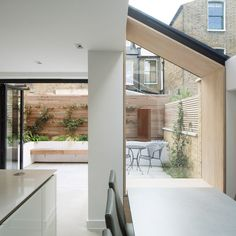2017 revealed London's best new house extensions house extensions Don't Move, Improve! 2017 revealed London's best new house extensions The Lined Extension Wormwood Scrubs by YARD Architects House Design, House, House Extensions, Home, Victorian Homes, Glass Extension, London House, New Homes, Victorian Terrace