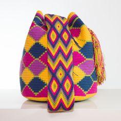 Handmade Wayúu Mochila Bag   Bolsos Wayúu tejidos a mano.  Shop online: www.vivayviva.com