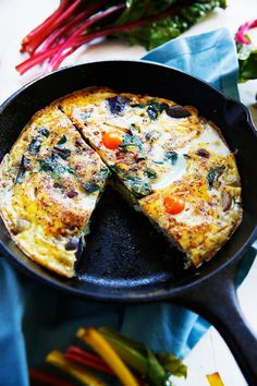 Potato, Leek, and Chard Frittata - Lexi's Clean Kitchen Whole 30 Breakfast, Easy Healthy Breakfast, Breakfast Time, Breakfast Recipes, Primal Recipes, Vegetarian Recipes, Healthy Recipes, Diet Recipes, Healthy Food