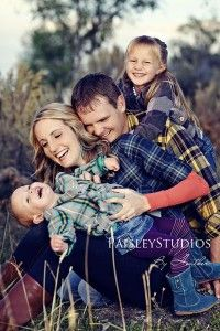 Picture Pose Ideas with 2 Children cute family photos families photo shoot family picture ideascute family photos families photo shoot family picture ideas Family Portrait Poses, Family Picture Poses, Family Photo Sessions, Family Posing, Picture Ideas, Photo Ideas, Portrait Ideas, Family Of 4, Fall Family Photos