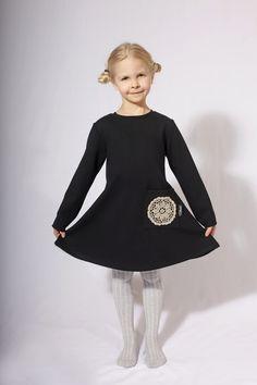 Palmiinalta löytyy myös Mini Kaarina-mekko lapsille. Lasten mekossa on myös käsin virkattu pellavapitsi. Lasten muoti 2018 Kids fashion 2018 Blouse, Mini, Long Sleeve, Sleeves, Tops, Women, Fashion, Moda, Long Dress Patterns
