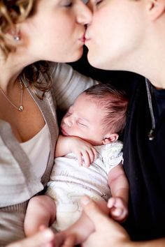 new born baby photos. Need to do a newborn photo shoot!