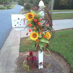 Fall mailbox wreath - could also make for the front door Fall Mailbox, Diy Mailbox, Mailbox Ideas, Fall Swags, Fall Wreaths, Decorating Blogs, Mailbox Decorating, Holiday Decorating, Mailbox Landscaping