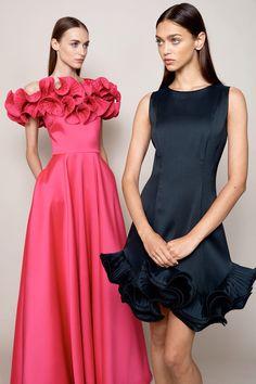 Badgley Mischka Resort 2018 Fashion Show Collection: See the complete Badgley Mischka Resort 2018 collection. Look 22 Fashion 2018, Runway Fashion, Fashion Dresses, Fashion Fashion, Spring Fashion, Fashion Trends, Evening Dresses, Formal Dresses, Wedding Dresses