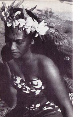 Vahine, Tahiti, photo Bernard Villaret, 1956.