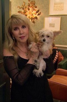Stevie Nicks with her new dog, Lily, 2017 Stevie Nicks Now, Stevie Nicks Fleetwood Mac, Stevie Ray, Stevie Nicks Lindsey Buckingham, Buckingham Nicks, Members Of Fleetwood Mac, Stephanie Lynn, Classic Rock And Roll, Women Of Rock