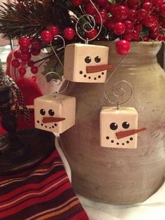 Primitive Snowman Cubed Wood Christmas Ornaments they look just like marshmallows! Noel Christmas, Homemade Christmas, Winter Christmas, Father Christmas, Christmas Images, Snowman Crafts, Christmas Projects, Holiday Crafts, Primitive Snowmen