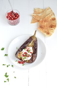 gepofte aubergine Vegetarian Recipes, Healthy Recipes, Happy Foods, What To Cook, Healthy Alternatives, Hummus, Side Dishes, Bbq, Appetizers