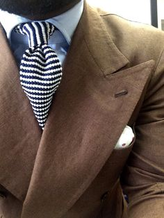 ^ theitaliancut: Brown Irish linen.