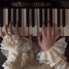 Music Aesthetic, Classy Aesthetic, Character Aesthetic, Aesthetic Vintage, Hogwarts, Different Aesthetics, Hand Reference, Victorian Era, Aesthetic Pictures