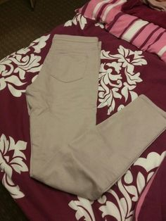 Serikove skinny kalhoty na gumu Khaki Pants, Skinny, Fashion, Moda, Khakis, Fashion Styles, Thin Skinny, Fashion Illustrations, Trousers