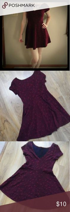 Red/burgundy flower print dress Red/Burgundy flower print dress sz medium. Short sleeve with deep v-neck backing. Fit and flare. Forever 21 Dresses Mini