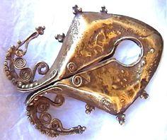 """Sumba """"mamuli"""" gold pendant"""
