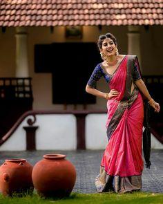Bridal Sarees South Indian, Indian Bridal Outfits, Indian Fashion Dresses, Indian Bridal Fashion, Indian Sarees, Kerala Saree Blouse Designs, Wedding Saree Blouse Designs, Half Saree Designs, Wedding Saree Collection