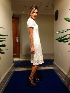 Mais hi-lo impossível: usei um vestido de renda da Riachuelo com sandália Charlotte Olympia e clutch Alexander McQueen.  Vestido – Riachuelo / Sandália – Charlotte Olympia / Clutch – Alexander McQueen