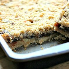 A sweet festive traybake using mincemeat. The mincemeat slices make a great alternative to traditional mince pies. Tray Bake Recipes, Baking Recipes, Cookie Recipes, Dessert Recipes, Uk Recipes, Cookie Desserts, Baking Ideas, Christmas Recipes, Mincemeat Bars Recipe