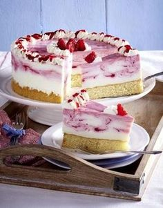 Our popular recipe for raspberry quark cake and more than other free recipes on LECKER. Our popular recipe for raspberry quark cake and more than other free recipes on LECKER. Cheesecake Recipes, Pie Recipes, Cookie Recipes, Shrimp Recipes, Torte Au Chocolat, Best Pie, Flaky Pastry, Food Cakes, Cakes And More