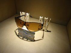 Artidi Escaparate pequeño formato Eyewear Display using clothes pins