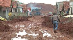 Warga Terdampak Jatigede Butuh Akses Jalan di Lahan Relokasi.   Permukiman di Dusun Cipondoh, Pawenang,  Kecamatan Jatinunggal, Sumedang. Metronews: 15 Maret 2016