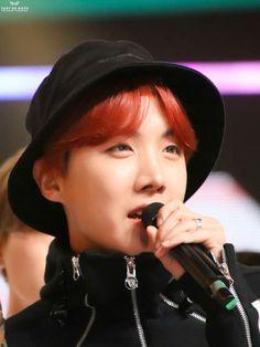 J-Hope ☀️ Gayo Daejejeon 2017 Seokjin, Namjoon, Taehyung, J Hope Selca, Bts J Hope, Jung Hoseok, Rapper, All Bts Members, Gwangju