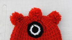 - Gorrinho para pequenos aventureiros. Todo em tricô com detalhes em crochê. Confeccionado manualmente, para meninos e meninas cheios de estilo e fantasia. Inverno quentinho e despojado nos looks da garotada!