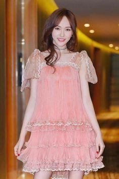 [030417 ©BM] Korean Blouse, Korean Dress, Summer Dresses 2017, 2017 Summer, Dress Summer, Princess Weiyoung, Tiffany Tang, Good Looking Women, Embroidery Fashion